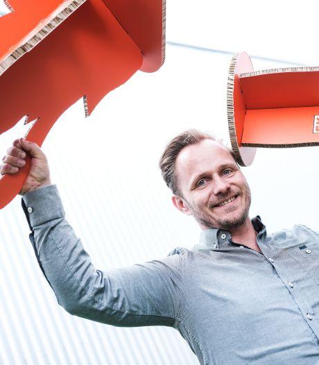 EK-gekte begonnen: Duivense drukkerij maakt oranje krukken en statafels