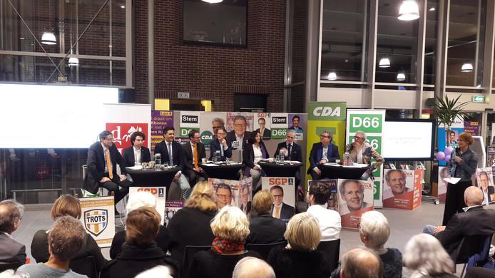 Het derde en laatste debat van Rhenen in het gemeentehuis trok veel publiek.