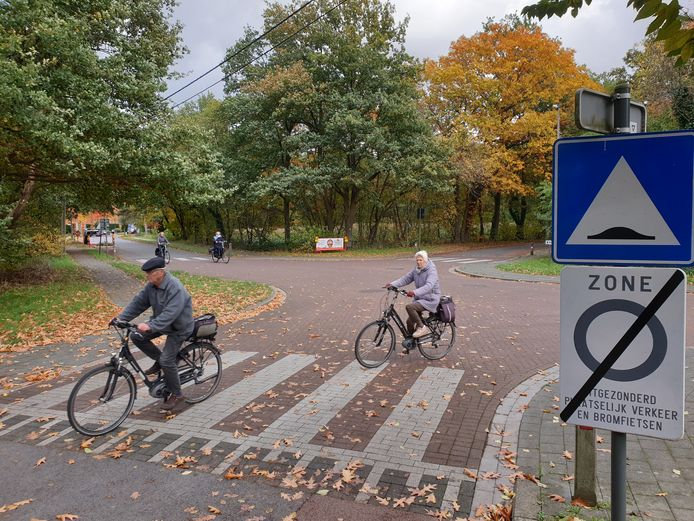 Op het kruispunt van Wuytsbergen met Vogelzang komt in juli een groene verkeersfilter waardoor autoverkeer niet door kan.