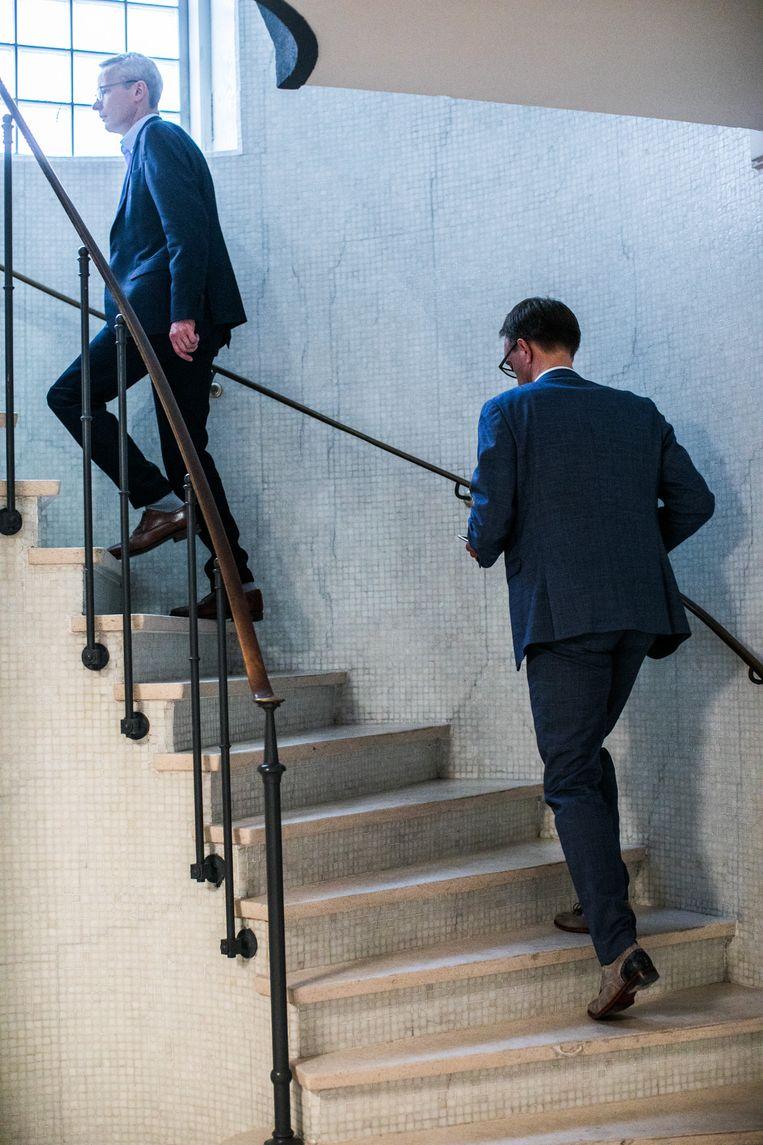 KU Leuven-rector Luc Sels (l.) en UGent-rector Rik Van de Walle (r.). Beeld Bas Bogaerts