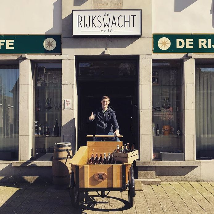 Pieter Servaes van café De Rijkswacht in Hoogstraten kan u de komende dagen op zijn bakfiets tegenkomen.