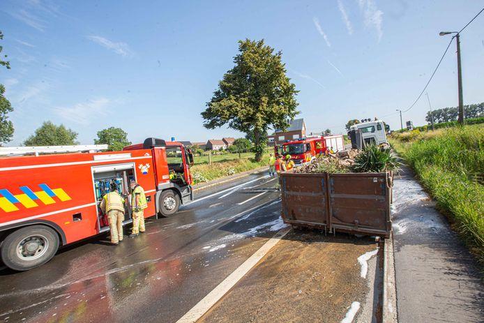 De bestuurder kon de container tijdig lossen waarna de brandweer over kon gaan tot het blussen van het tuinafval.