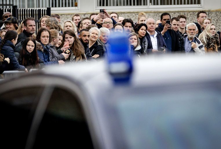 Grote belangstelling van het publiek voor het Holleeder-proces in de Bunker in Amsterdam Osdorp. Beeld ANP