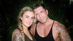 """VIDEO. Bedriegt Niels zijn vriendin Rosanna? Nederlandse reality-ster is er zeker van: """"Ik heb bewijs"""""""
