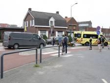 Bestelbus rijdt fietser aan op rotonde in Boxmeer