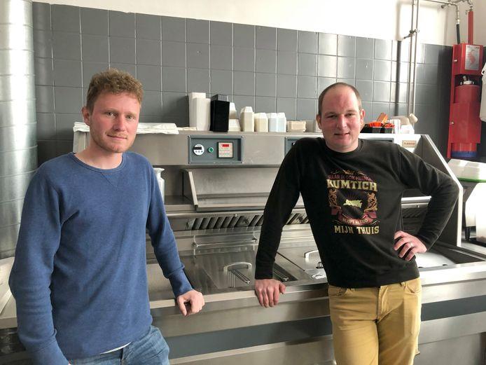 Maarten (links) en Ben (rechts) verwelkomen je binnenkort in frituur-brasserie Cumptich.