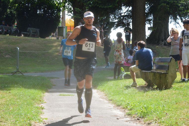 Heel wat joggers namen deel aan 'Dwars door Neigembos'.