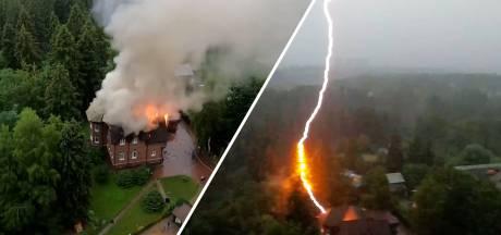 Man filmt blikseminslag vanuit flatgebouw in Rusland