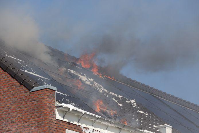 Zonnepanelen vliegen in brand in Sint-Oedenrode