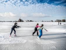 Eerst water afvoeren, en dan pas naar de schaatsers kijken: 'Ga niet schaatsen op de uiterwaarden'