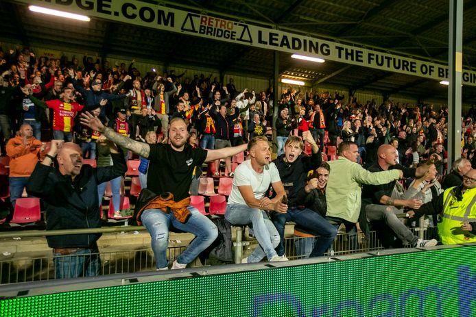 Supporters in de Adelaarshorst.