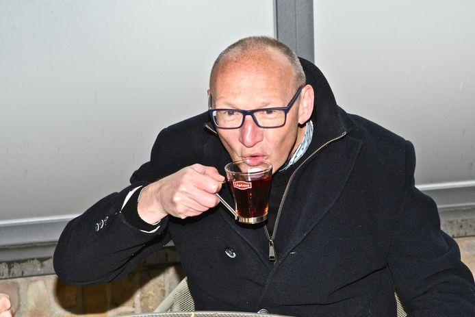 De burgemeester genoot van een thee.