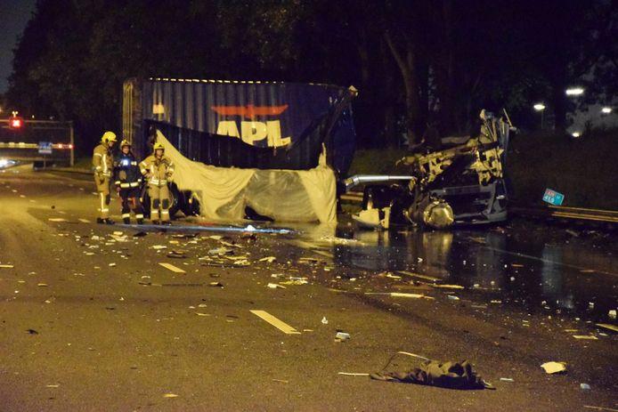 Een ernstig ongeluk met twee vrachtwagens op de A20 van Gouda naar Rotterdam