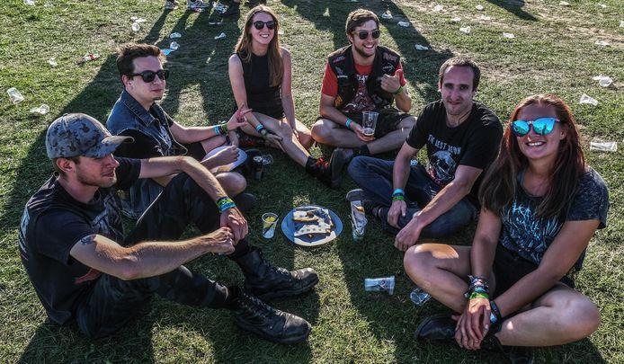 Kortrijk Kami saling mengenal di festival metal