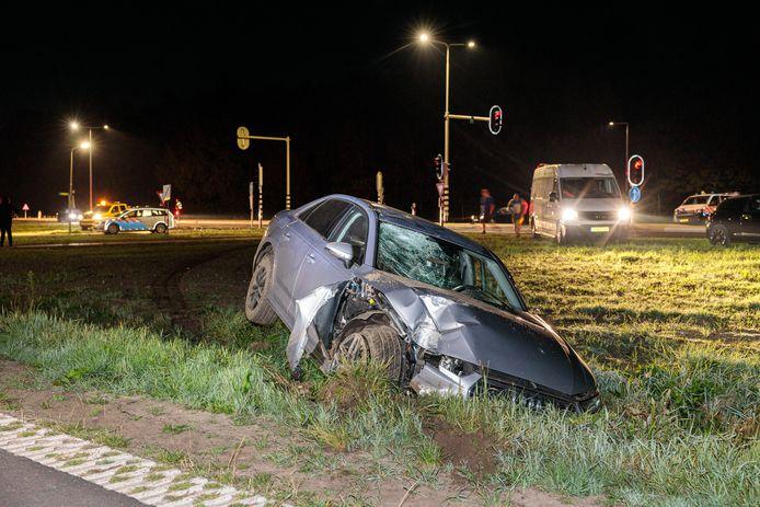 De bestuurder van de Audi wilde een ander voertuig inhalen, maar moest die actie bekopen met een harde landing in een sloot.