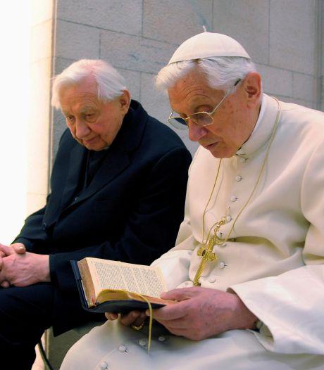 Benoît XVI plongé dans le deuil