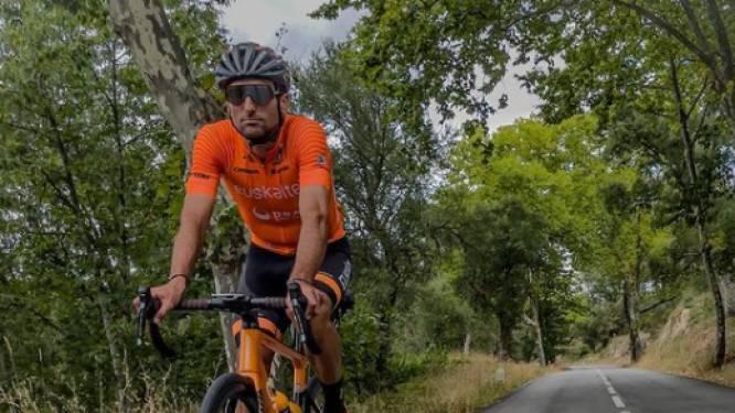 """Spanjaard rijdt na Vuelta nog met de fiets naar huis, 1.000 kilometer verderop: """"Nodig om de sleur te doorbreken"""""""