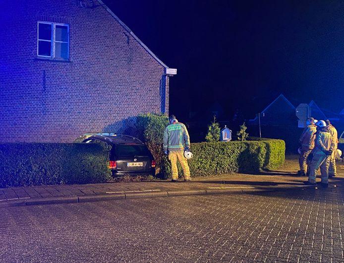 PUTTE - In de Kleinmannekensstraat in Putte reed een wagen door de gevel van een woning. De bewoners raakte bedolven onder de brokstukken en bezweek aan zijn verwondingen.