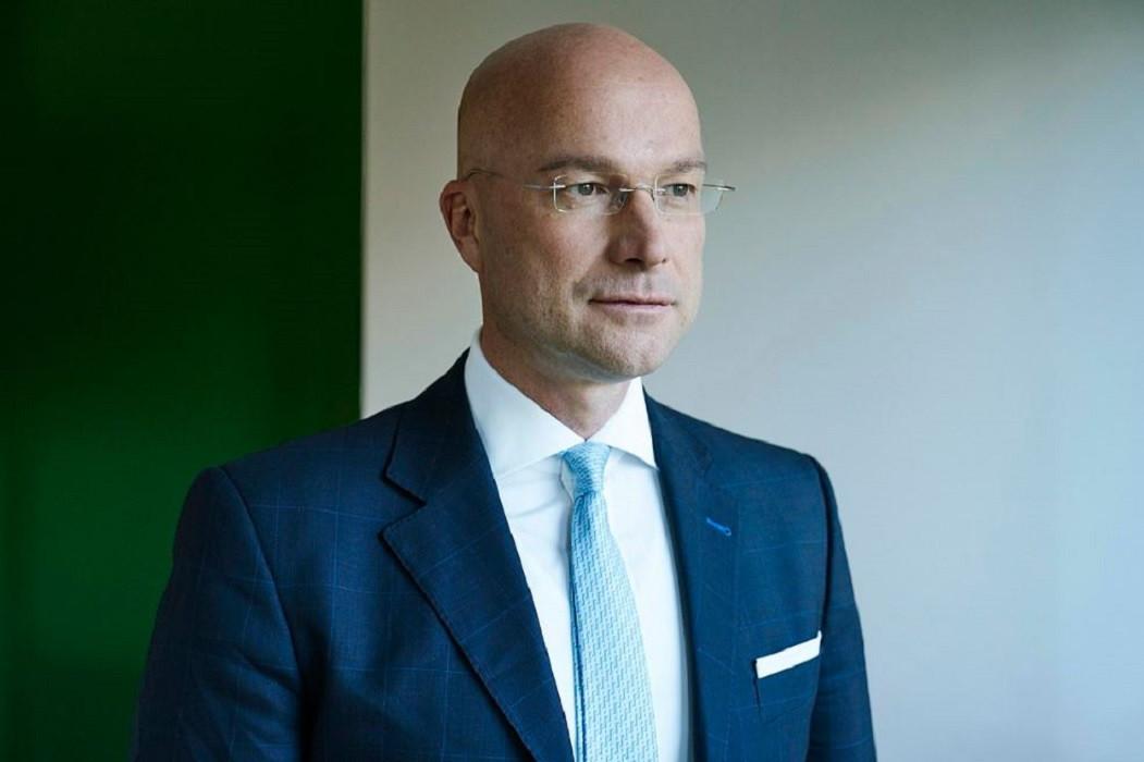 Thomas Limberger wordt volgens de ZDF genoemd als directeur van een firma in belastingparadijs Saint Vincent en Grenadines die mogelijk werd gebruikt om de betaling van de steekpenningen te verhullen.