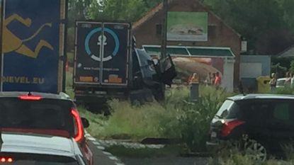 Twee gewonden na ongeval met vrachtwagen