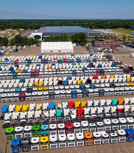 Bijna 2.000 DAF-trucks wachten op chips: tijdelijke opslag bij De Rooy in Son