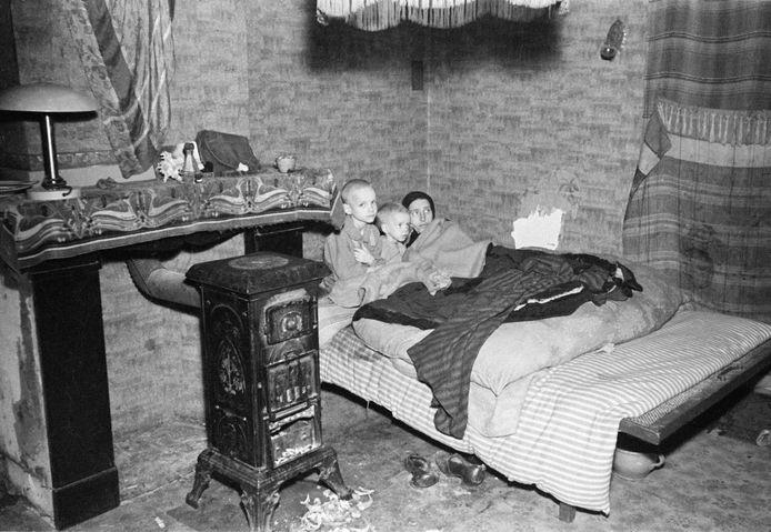 Een foto van een gezin tijdens de Tweede Wereldoorlog in Den Haag.
