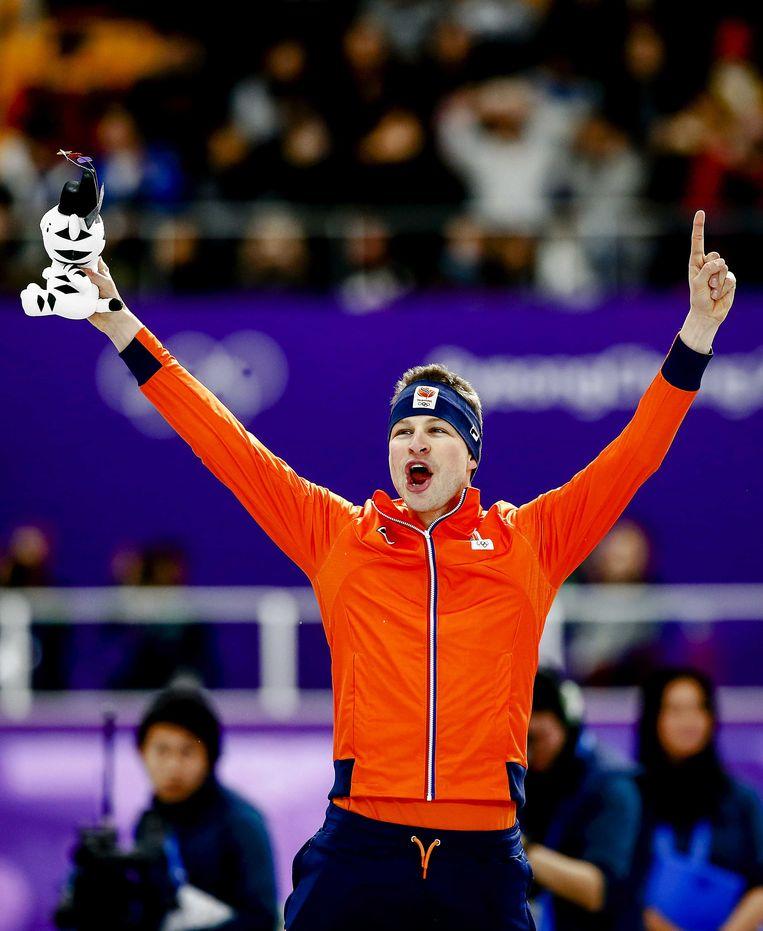 Sven Kramer tijdens de prijsuitreiking van de 5000 meter mannen in de Gangneung Oval tijdens de Olympische Winterspelen van Pyeongchang.  Beeld ANP