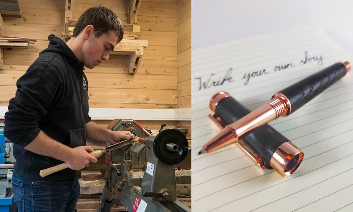 De 21-jarige Dennis uit Vosselaar maakt zelf houten pennen op zijn houtdraaibank.