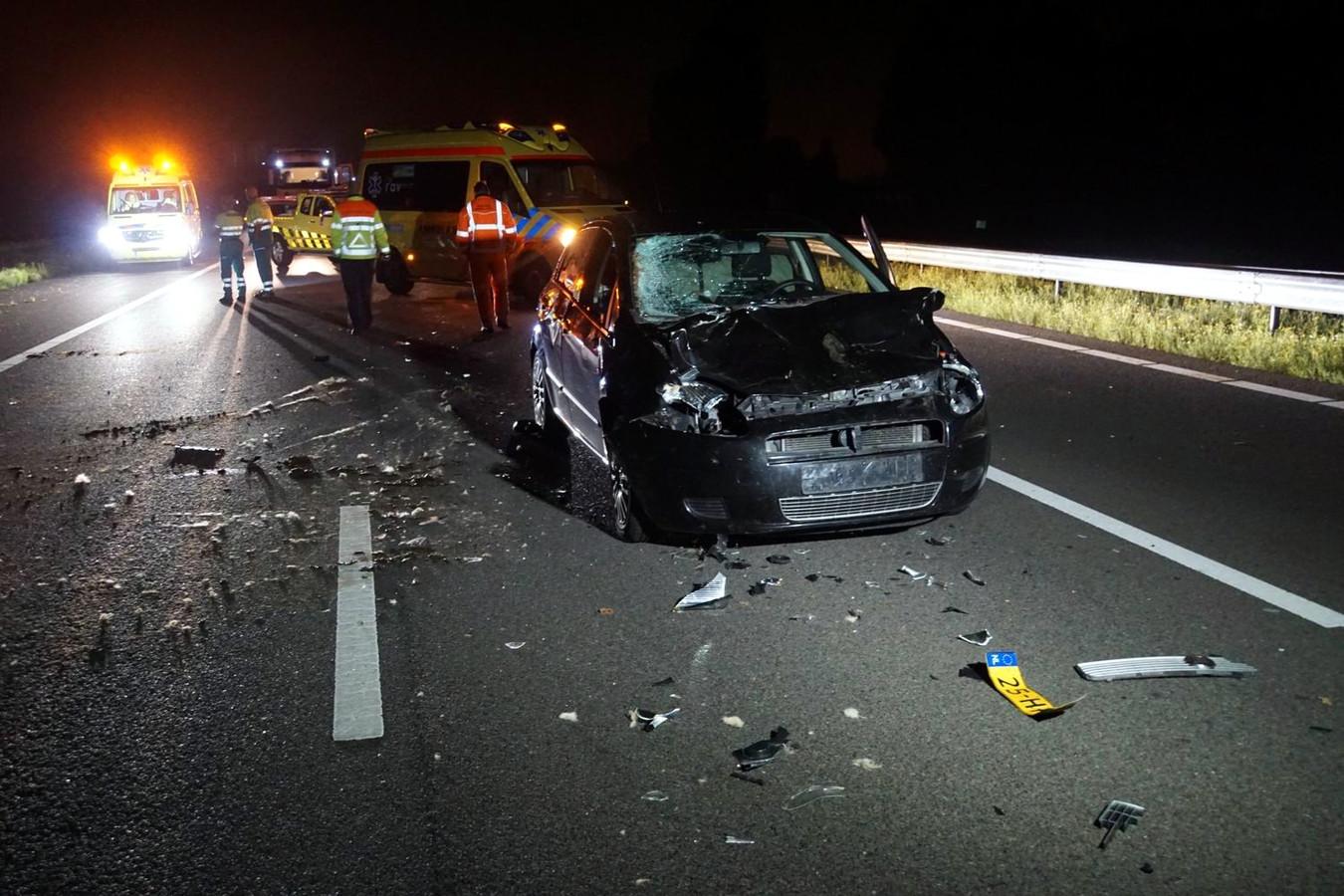 De schade aan de auto was enorm na de botsing met de koe.