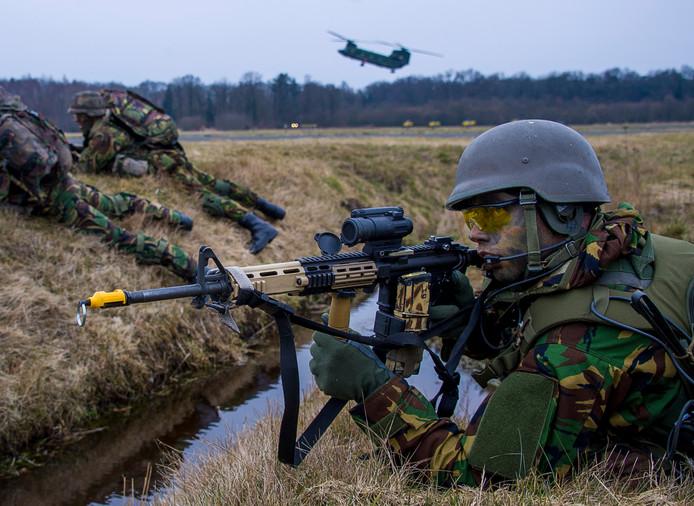 Twee op de drie militairen van de landmacht gaat niet met plezier naar het werk.