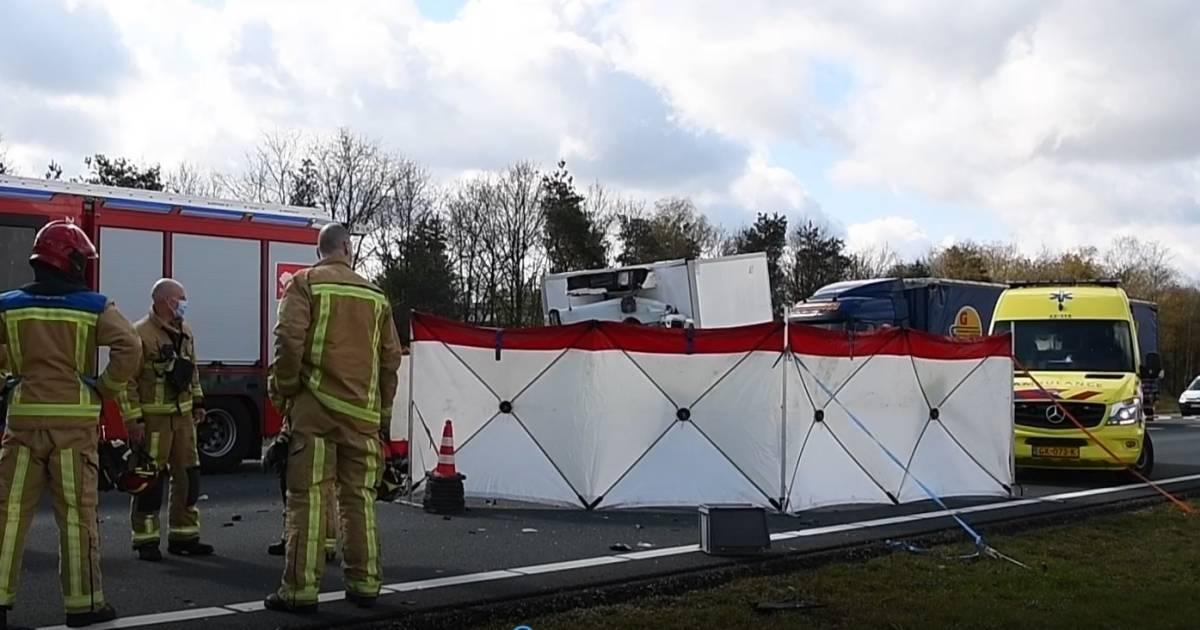 Dodelijk ongeluk op de A67 bij Eersel, snelweg dicht richting Eindhoven.