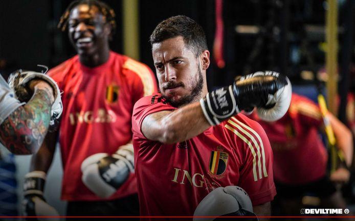 Eden Hazard trok de bokshandschoenen aan.