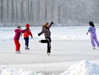 """LEZERSBRIEF. """"Laat ons toch schaatsen in openlucht"""""""
