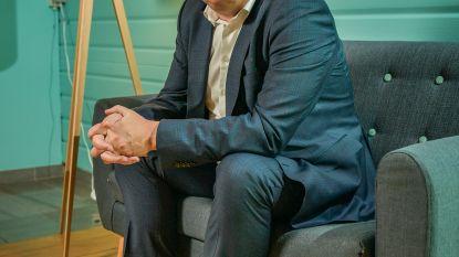 """Onze nieuwe politiek analist Noël Slangen: """"Ik ga me voor niemand inhouden. Niet voor Open Vld en ook niet voor De Wever"""""""