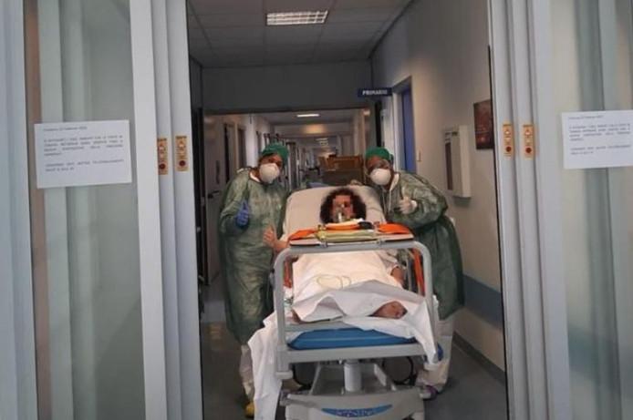 Margherita, 52 ans, est la première patiente des soins intensifs de Cremona à s'être réveillée