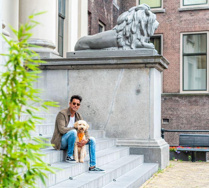 Rikkert de Bruyn maakt iedere week een wandeling naar zijn moeder, om samen te lunchen.