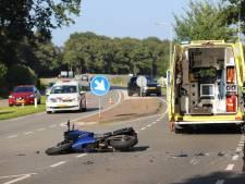 Auto en motorrijder botsen op elkaar in Scherpenzeel: motorrijder naar het ziekenhuis