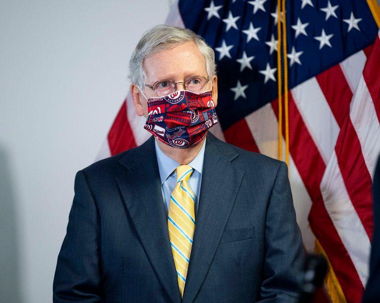 Senaatsfractieleider Mitch McConnell riep de Amerikanen gisteren op zo vaak als mogelijk een mondmasker te dragen.