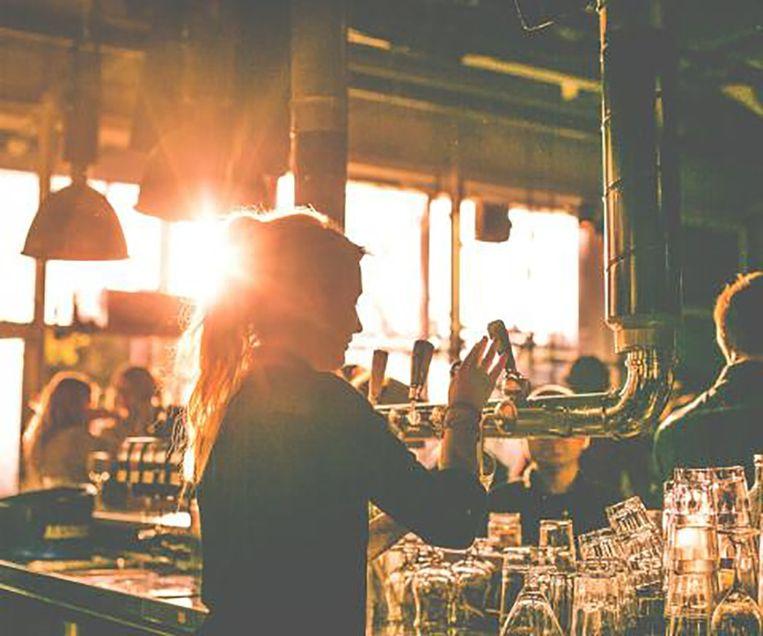Proef biertjes uit verschillende delen van het land tijdens het Sloten Midwinter Bier Festival Beeld Midwinter Sloten Bier Festival