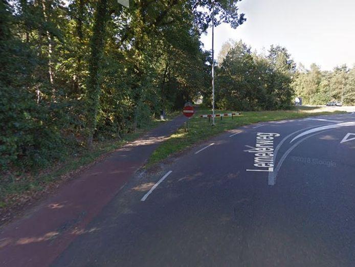Het ongeluk gebeurde op het fietspad langs de Lemelerweg in Ommen.