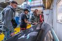 Jongeren mogen dankzij stichting CanIdream rondkijken bij de Hyperloop.