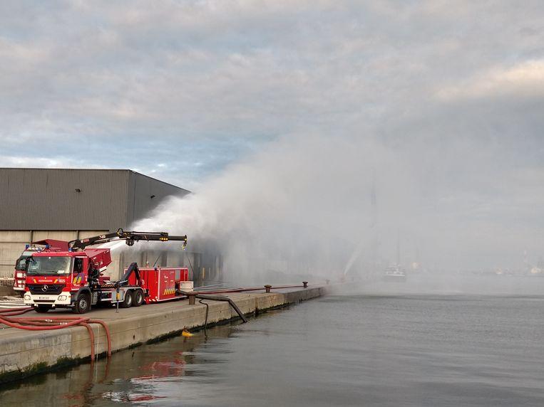 De brandweer kreeg het vuur moeilijk onder controle. Nu is echter alles in orde.