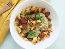 Wat Eten We Vandaag: Roerbaksalade met spruitjes, chorizo en little gem