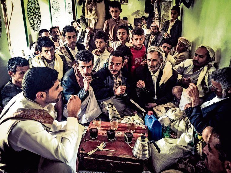 De foto's zijn gemaakt op de koffieplantage van Mokhtar Alkhanshali, de hoofdpersoon in Dave Eggers non-fictieboek De monnik van Mokka. Beeld Lebowski Publishers