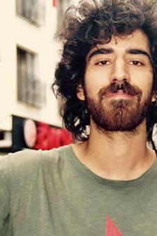 Volkan uit Harderwijk zat 'per ongeluk achter een spandoek', nu zit hij in een Turkse cel