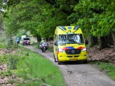 Mountainbiker slaat over de kop in het buitengebied bij Loenen