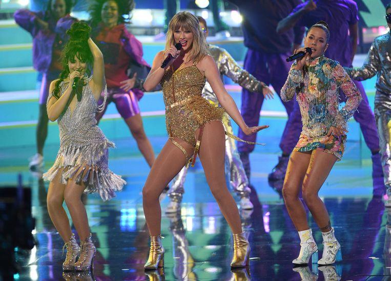 Taylor Swift treedt in 2019 op bij de American Music Awards.  Beeld Chris Pizzello/Invision/AP
