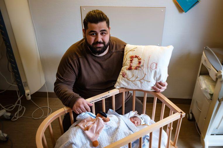 Semih Unal zou een dochter krijgen, maar zag een zoon ter wereld komen. De mama kan nu vooral haar rust gebruiken.