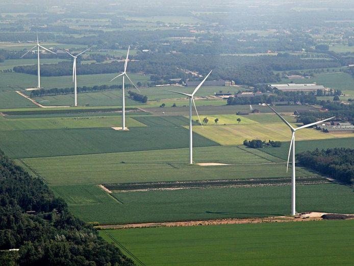 De windmolens aan de Laarakkerdijk in Reusel.