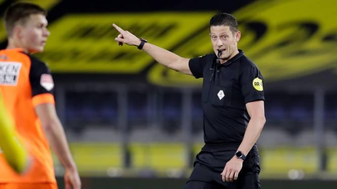 """Nederlandse arbiter mist loepzuivere penalty, maar geeft nadien meteen zijn fout toe: """"Zit er een vlieg in je oog?"""""""